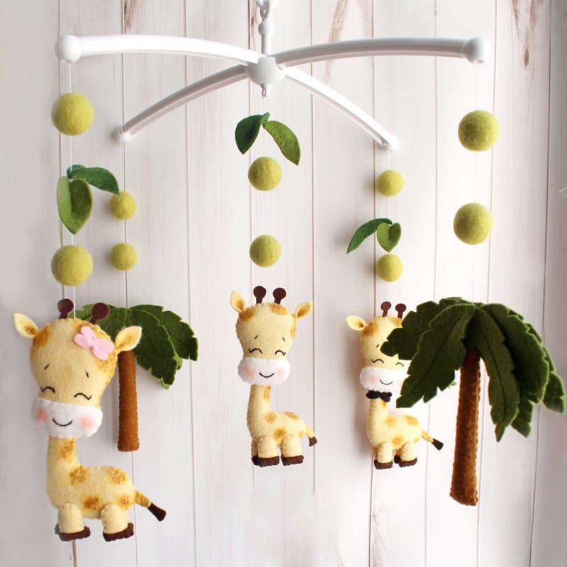 Детский мобиль для новорожденного Семейка Жирафов
