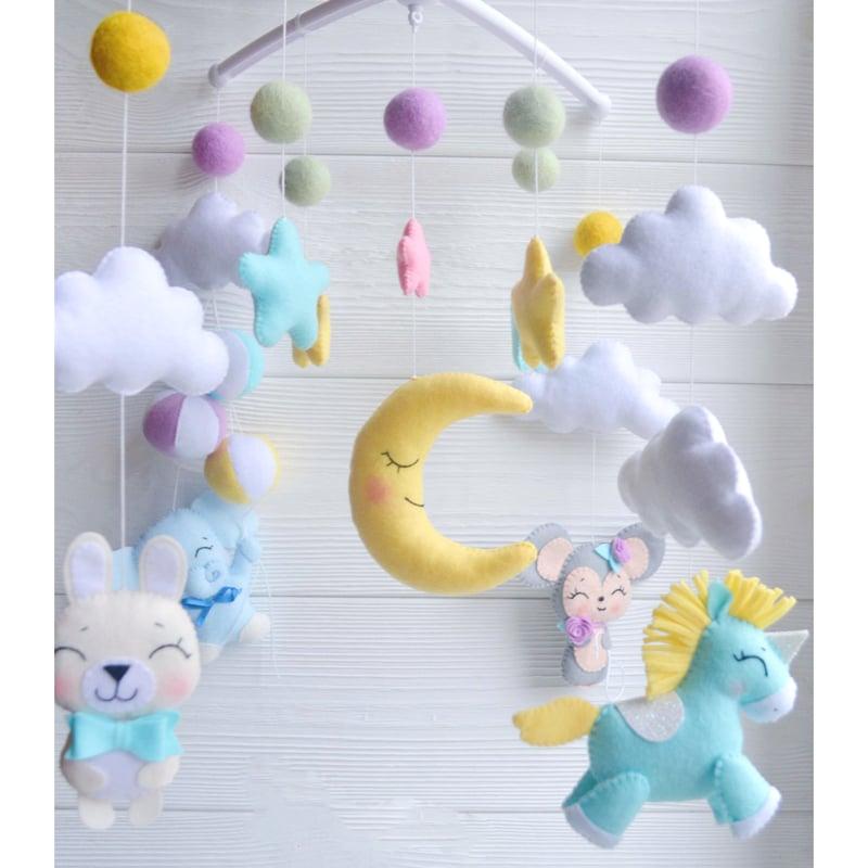 Авторский мобиль в подарок новорожденному Единорог