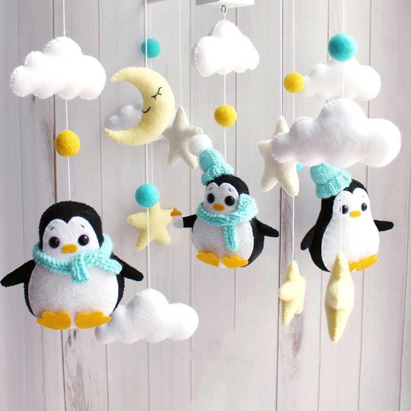 Мобиль в кроватку мальчику Пингвинята