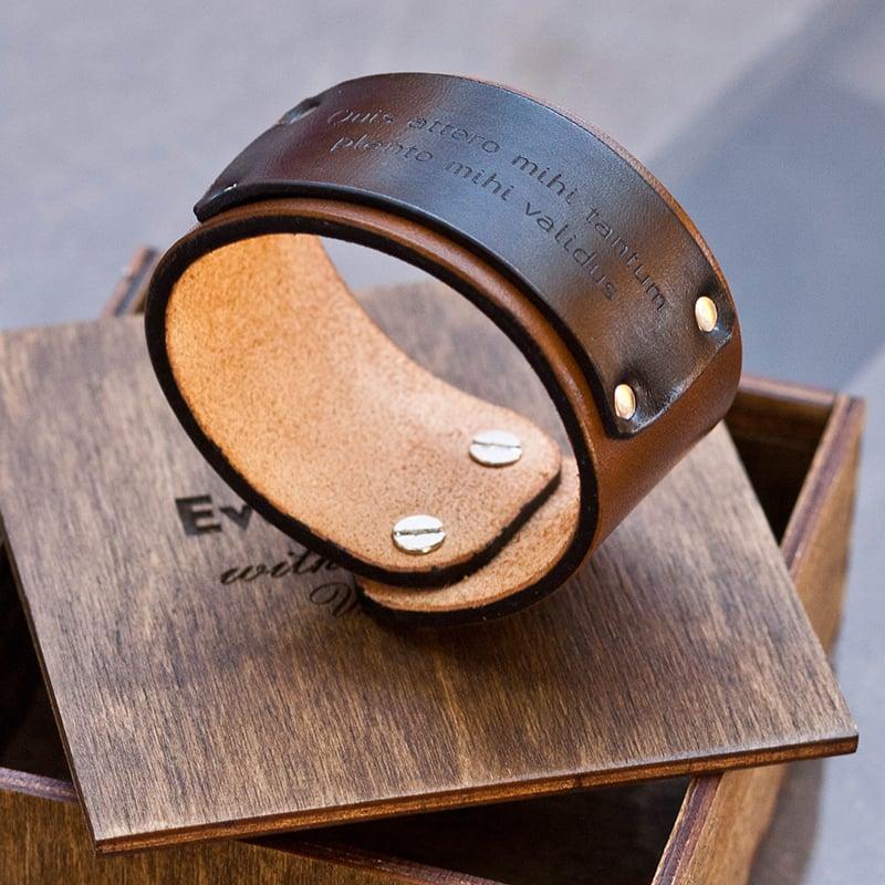Дизайнерский браслет из кожи в подарок Именной