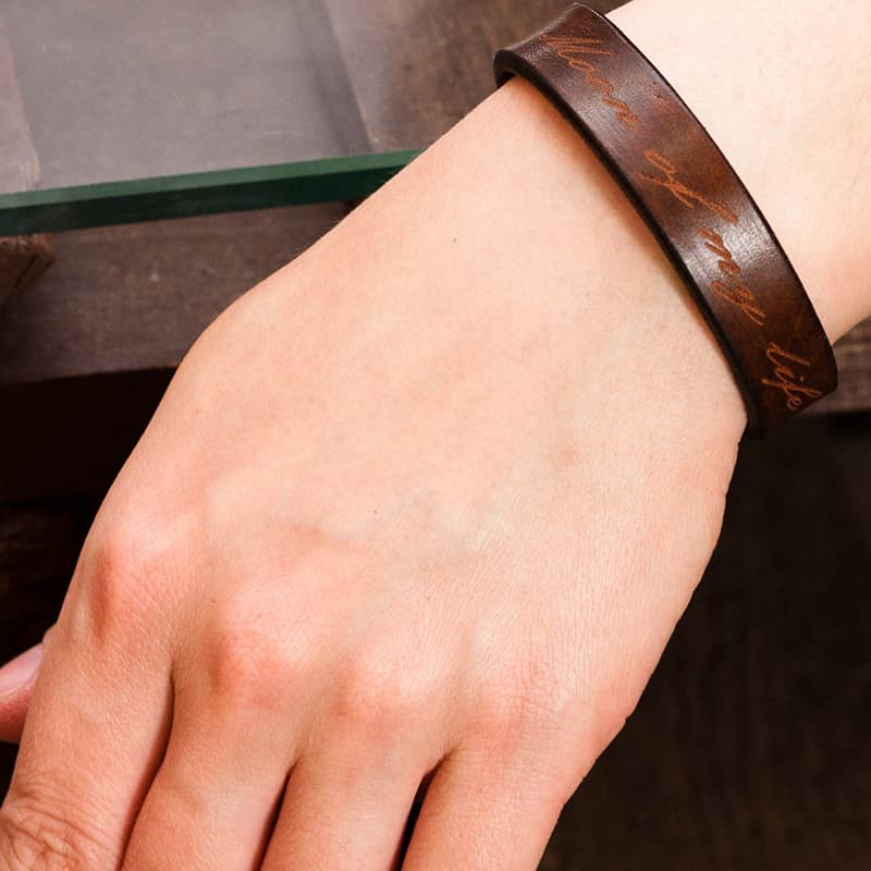 Авторский кожаный браслет в подарок Монограмма