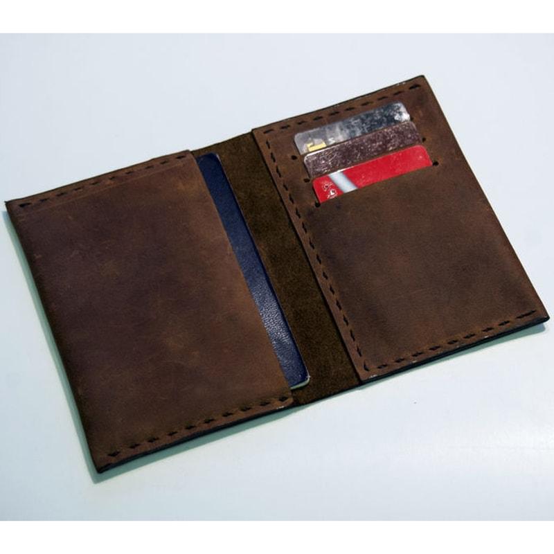 Дизайнерская Handmade обложка на паспорт Classical leather