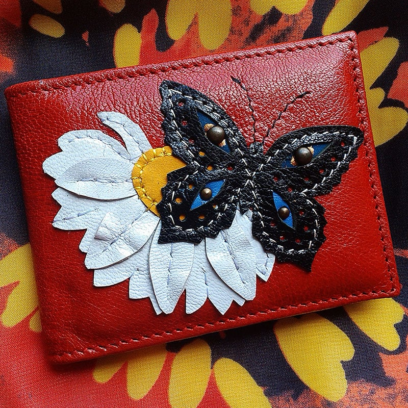 Авторская визитница в подарок Butterfly on the camomile red leather