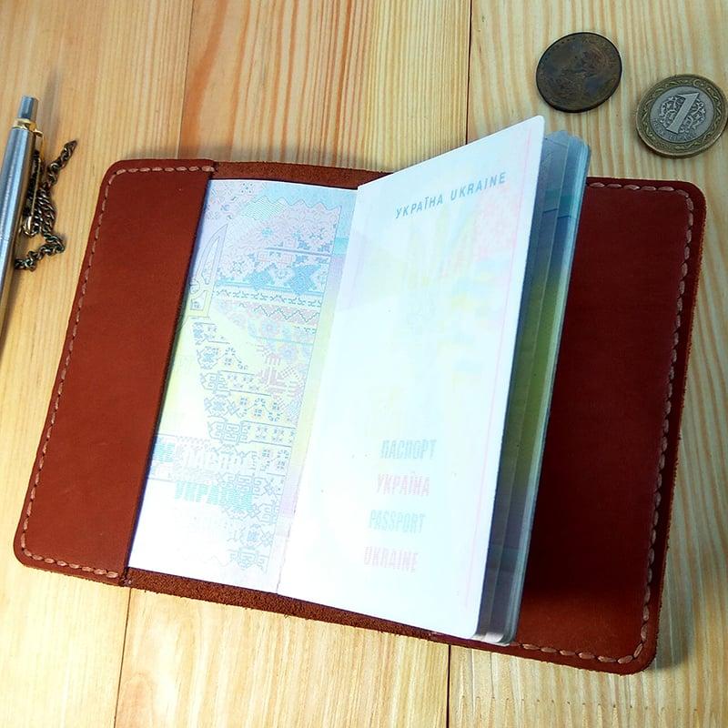 Кожаная обложка на паспорт в подарок Именная
