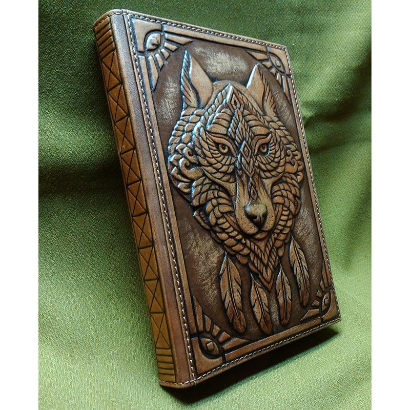 Кожаный дизайнерский ежедневник в подарок SPIRIT OF WOLF brown leather