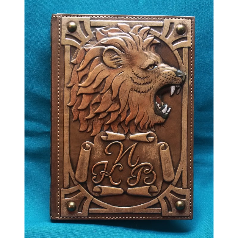 Дизайнерский именной ежедневник в подарок KING OF BEASTS brown leather