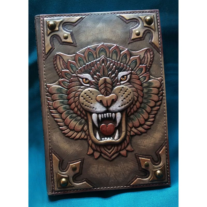 Кожаный ежедневник в подарок мужчине Неукротимый Тигр