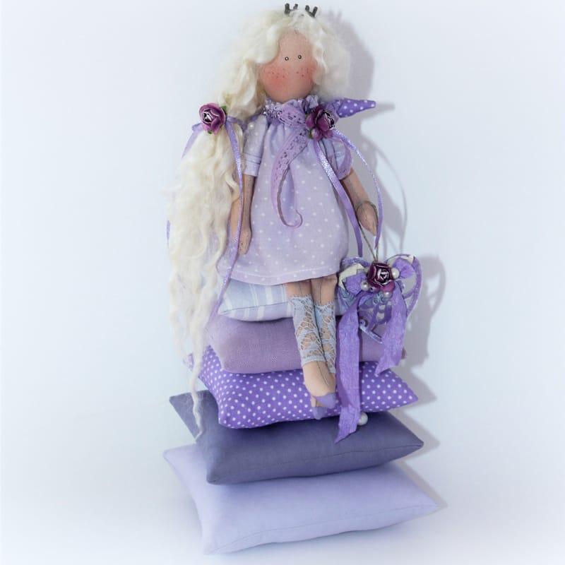 Дизайнерская игрушка Принцесса на Горошине Тильда