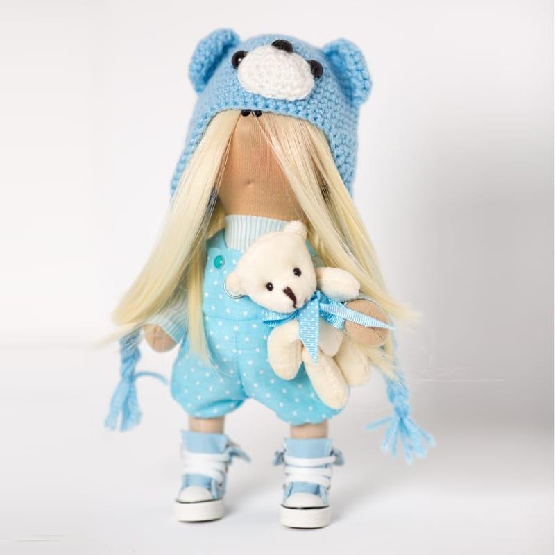 Дизайнерская кукла в подарок Девочка в голубом с медвежонком