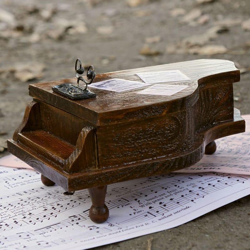 Вінтажна дерев'яна шкатулка hand made Old Royal