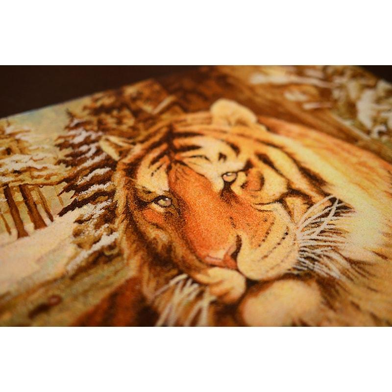 Картина из янтаря в подарок Тигр