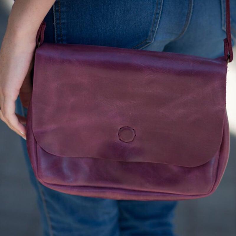 Дизайнерська шкіряна сумка в подарунок Vinous Leather