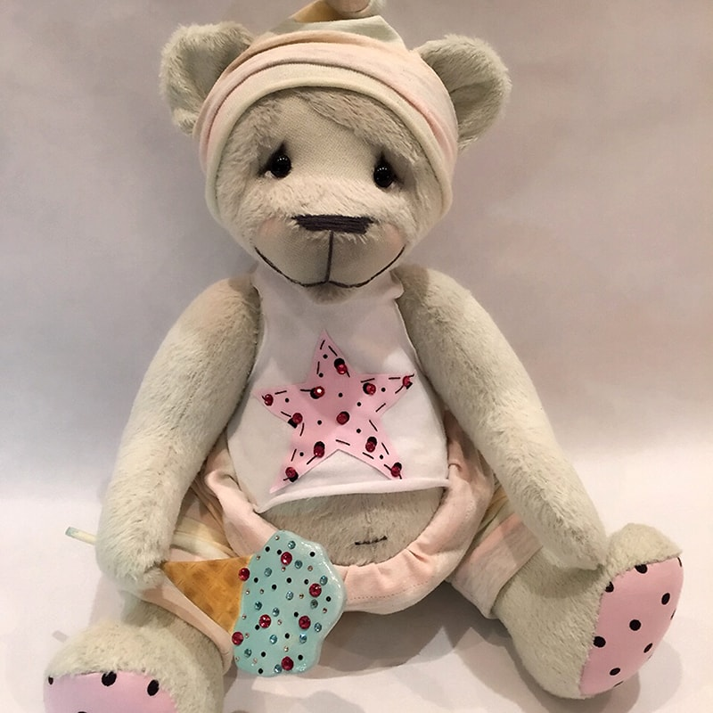 Колекційна лялька в подарунок Мишка Маркос