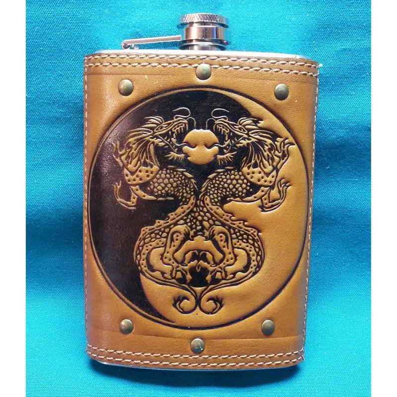 Фляга дизайнерская в подарок Драконы Инь-Ян brown leather