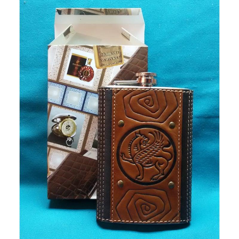 Фляга в подарок с кожаным футляром Грифон brown leather