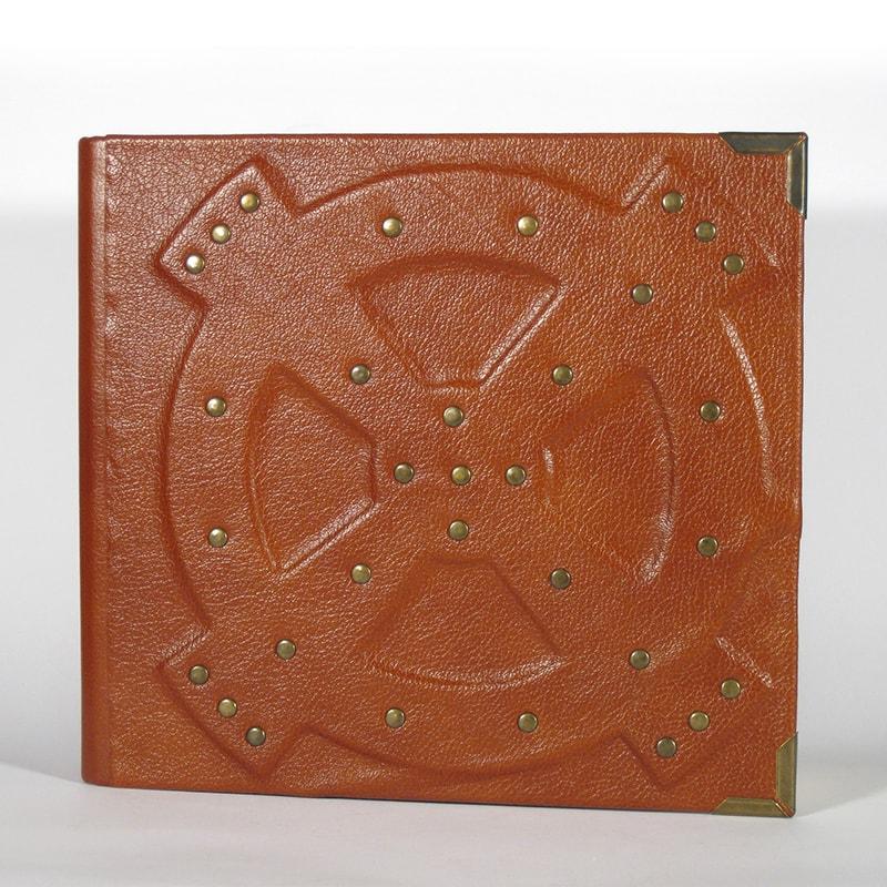 Дизайнерский фотоальбом в подарок Ship's wheel Red leather