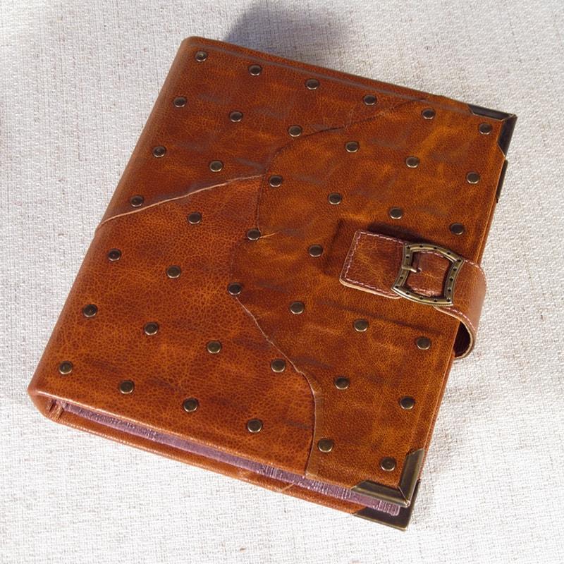 Дизайнерский фотоальбом в подарок Classic Family Red leather