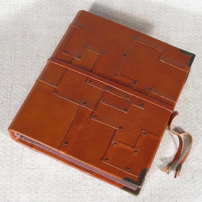 Авторский фотоальбом в подарок Family Node Red leather