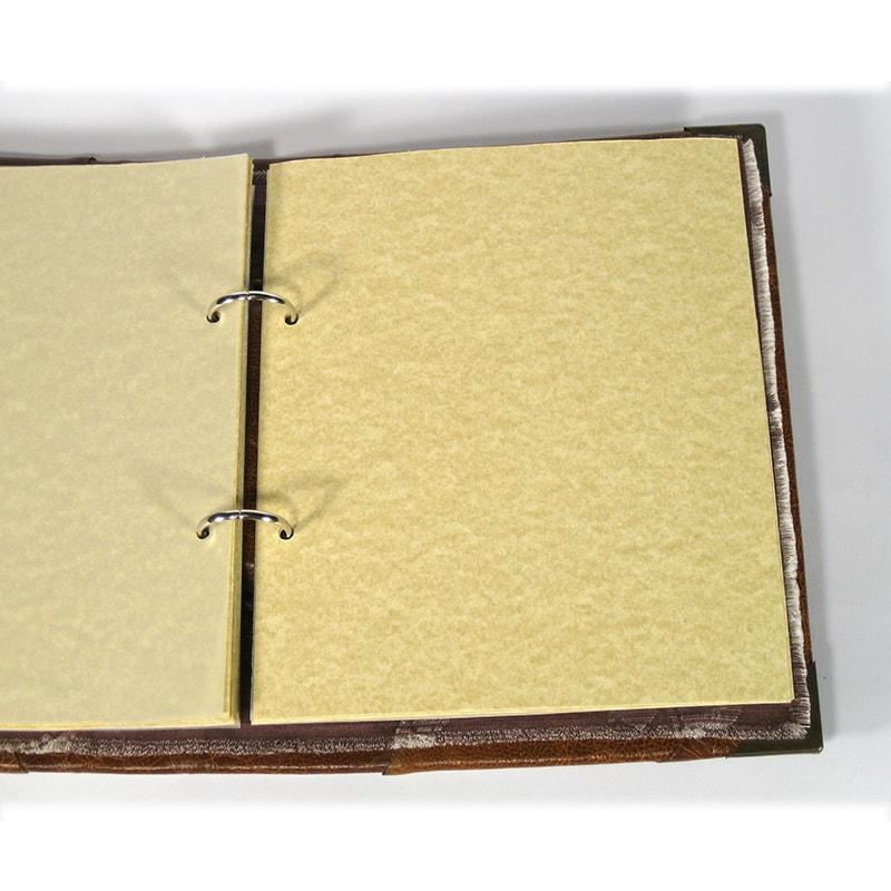 Дизайнерский семейный фотоальбом в подарок Family medallion brown leather