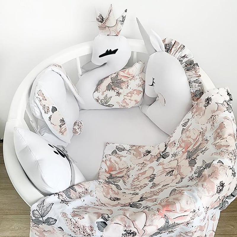 Бортик в кругле ліжечко Гуси-Лебеді